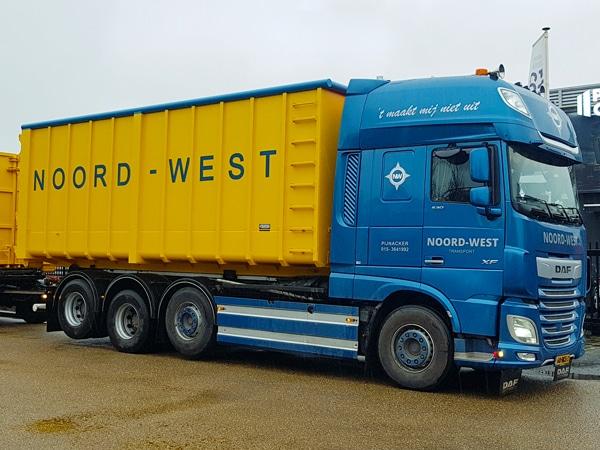 vrachtwagen met container PW Container